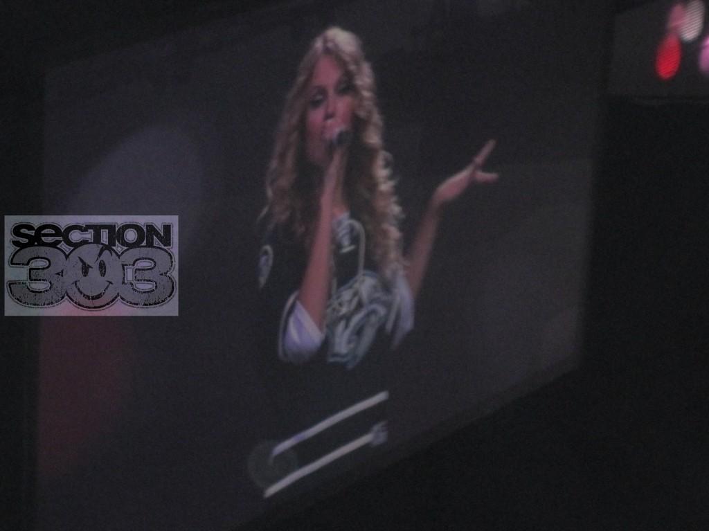 Taylor Swift in new Predators 3rd jersey